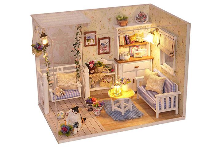 Wooden dollhouse1