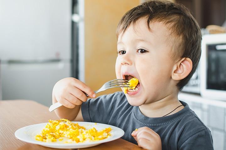 Baby Ko Egg Kab Dena Chahiye