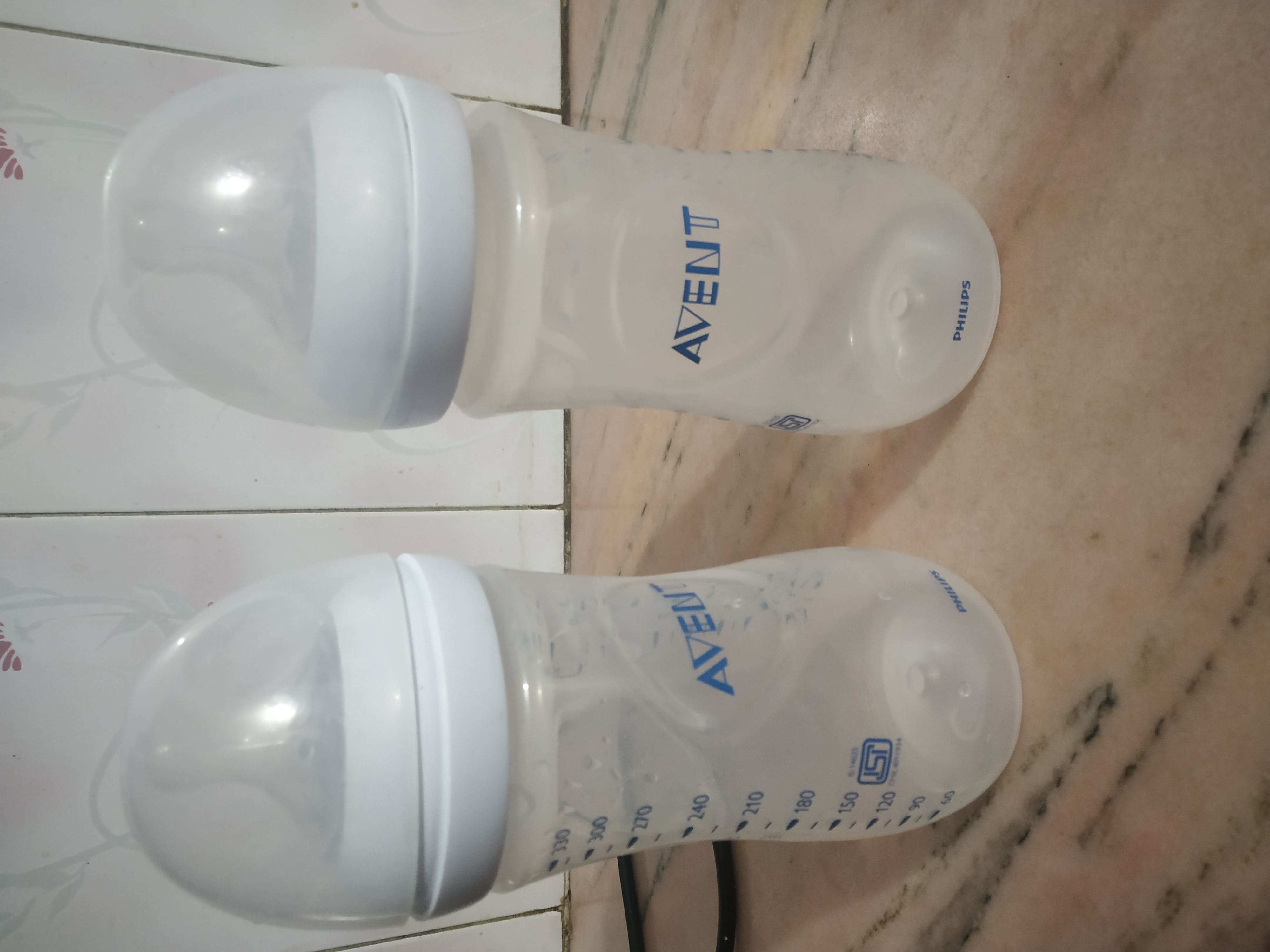Philips Avent Anti-Colic Bottle With Airfree Vent-Easy to feed child-By sandhyasingh