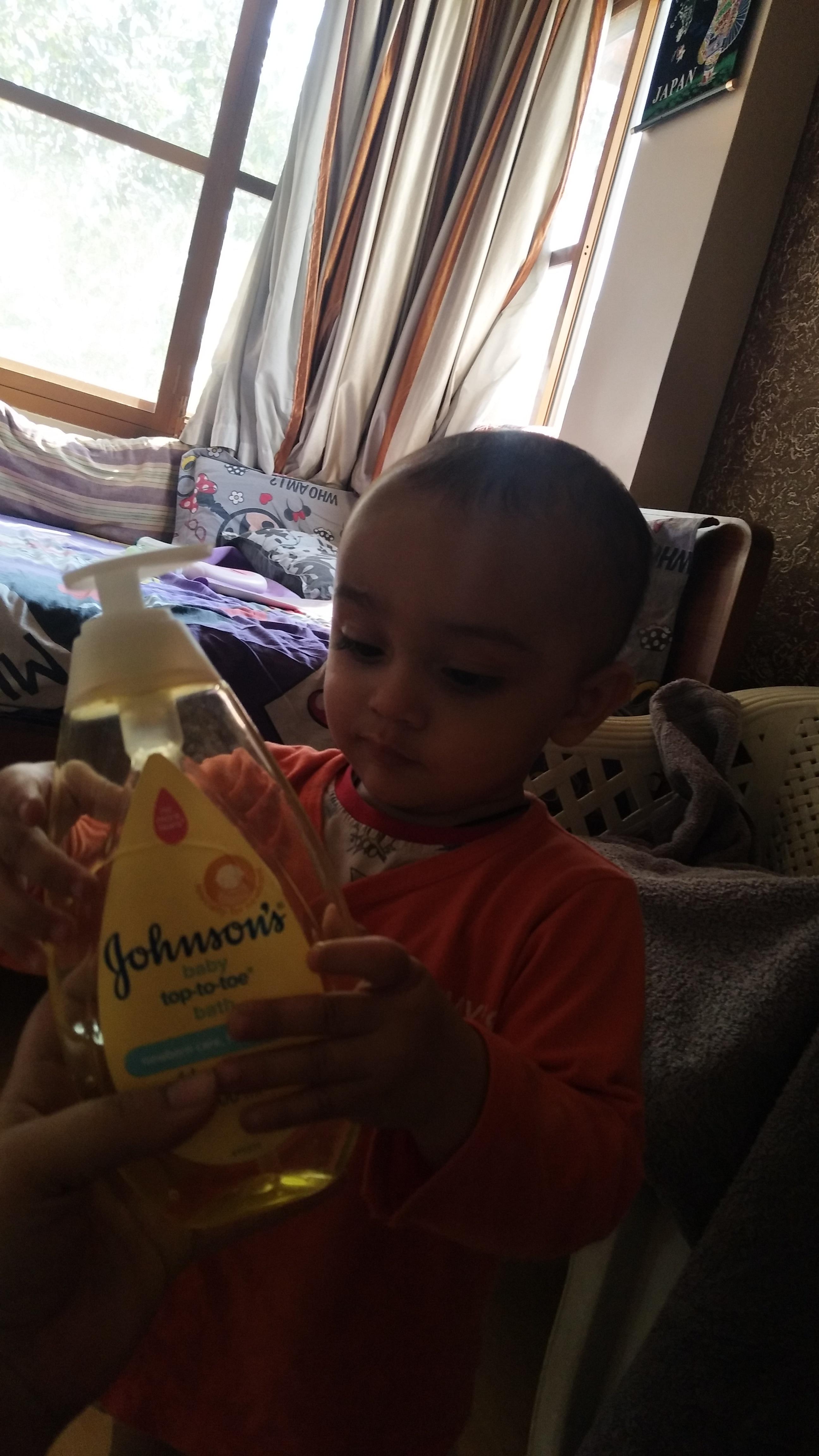 Johnson's Baby Top to Toe Bath wash-Johnsons and johnsons-By presha13