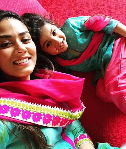 Mira shared this throwback pic with her daughter where both can be seen twinning in green and pink salwar kameez. She captioned the pic as matched.