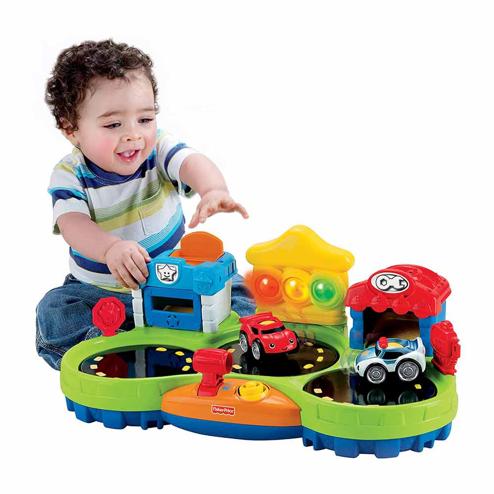 Fisher Price Lil Zoomers Chase and Race Town