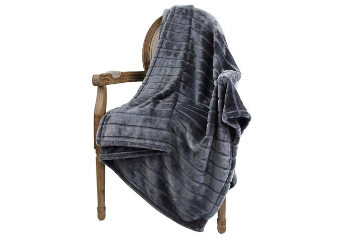 Bertte Throw Blanket