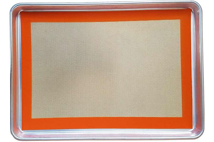 Aluminum Baking Pan & Silicone Baking Mat Set by Keliwa