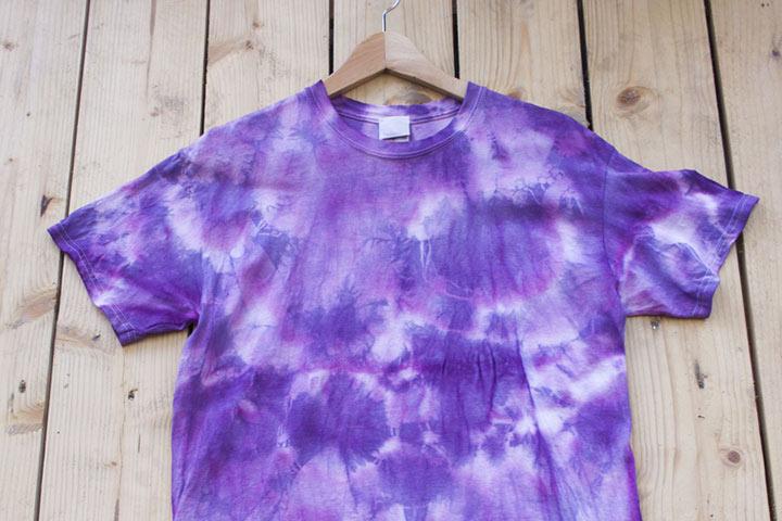 Make a tie-dye apparel