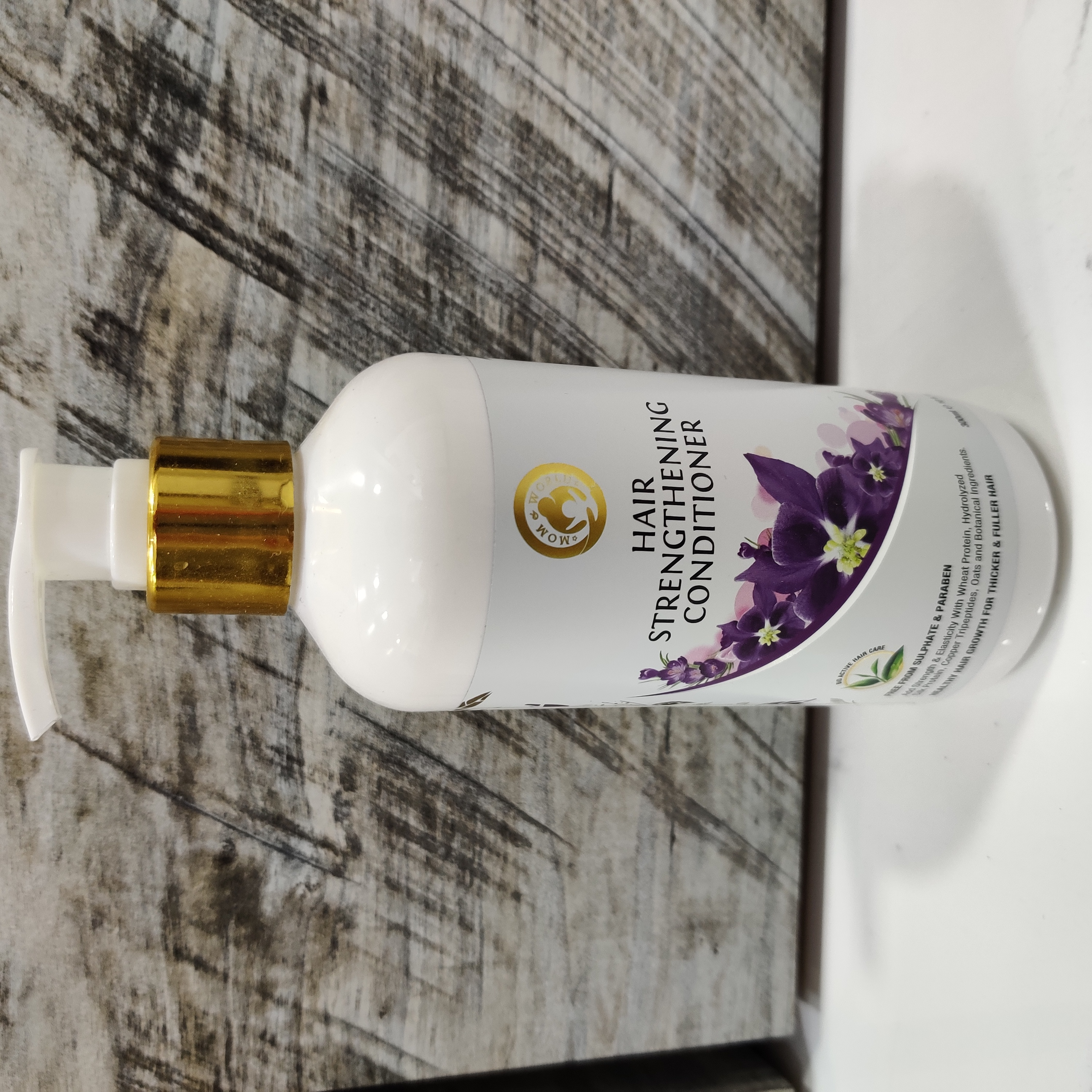 Mom & World Hair Strengthening Conditioner-Improves hair texture and quality-By sanaziya1904