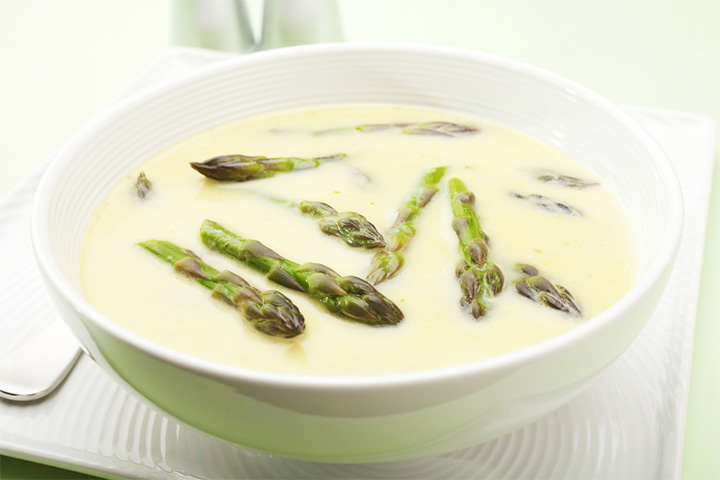Creamy chicken and asparagus soup