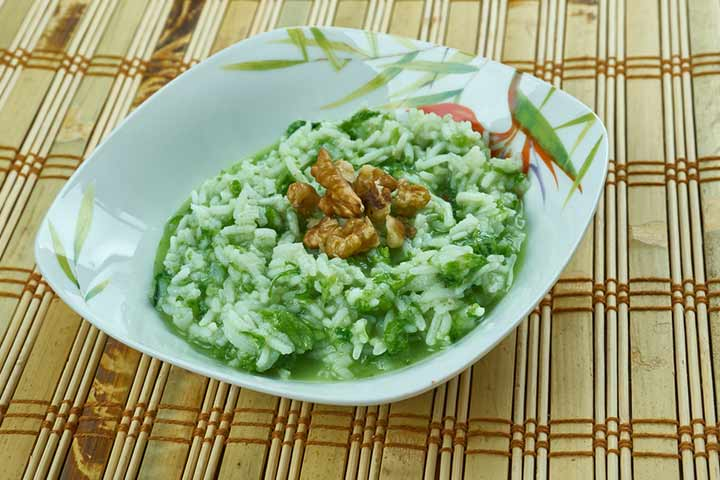 Spinach, cottage cheese, and rice porridge