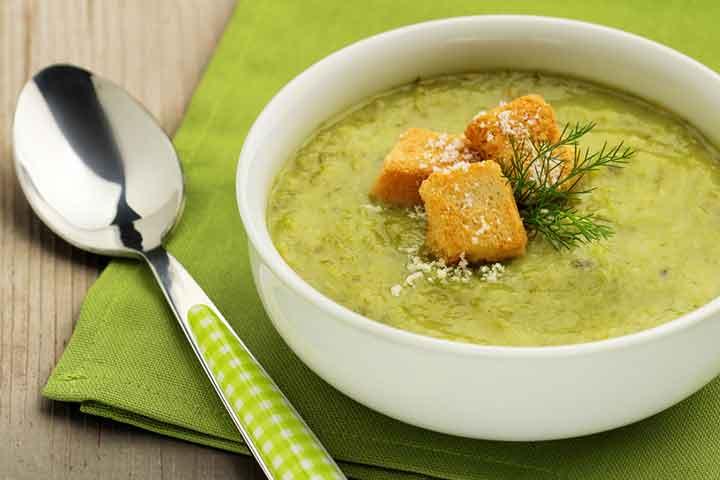 Onion and green pea soup