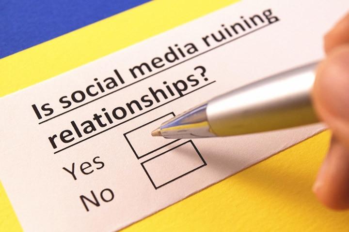 15 Ways Social Media Can Ruin Relationships