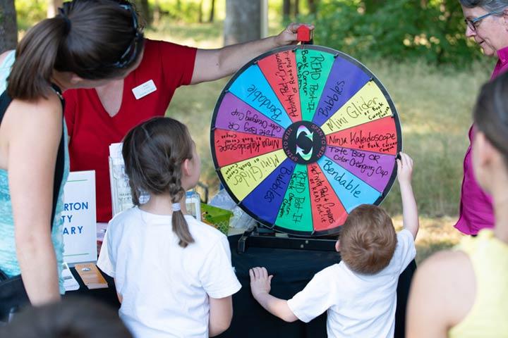 Spinner prize wheel