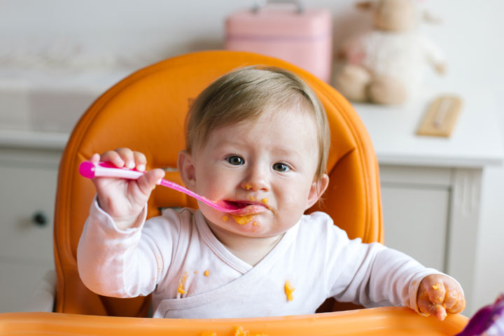 Baby Self Feeding Cues, Age And Tips to Encourage It-1