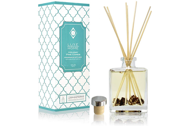 Luxe Home Holiday Pine Cones Reed Diffuser Oil Set