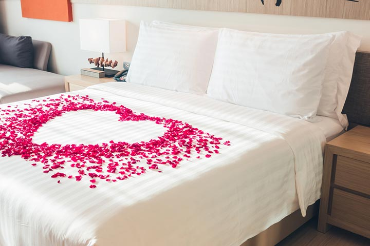 Decorate the room in romantic style