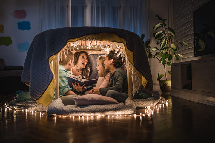 Table blanket fort