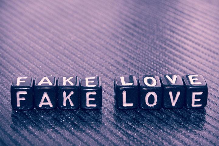 Fake Relationship Quotes, Status And Shayari In Hindi