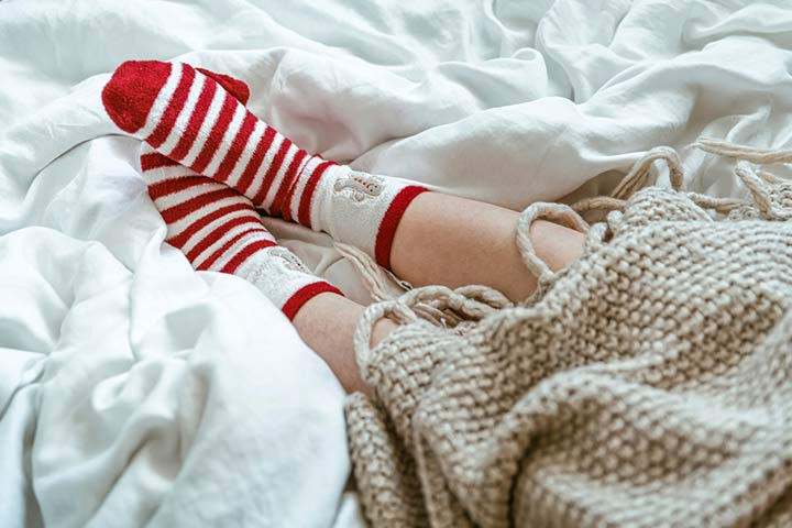 cozy-winter-day-home-bed-warm