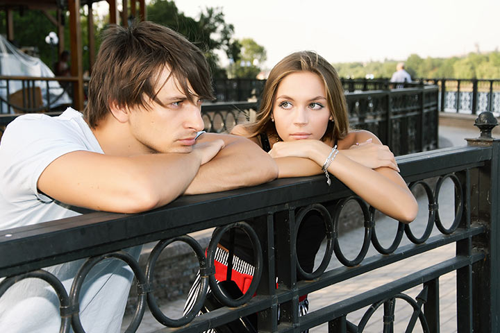 25 Telltale Signs He Is Not Into You