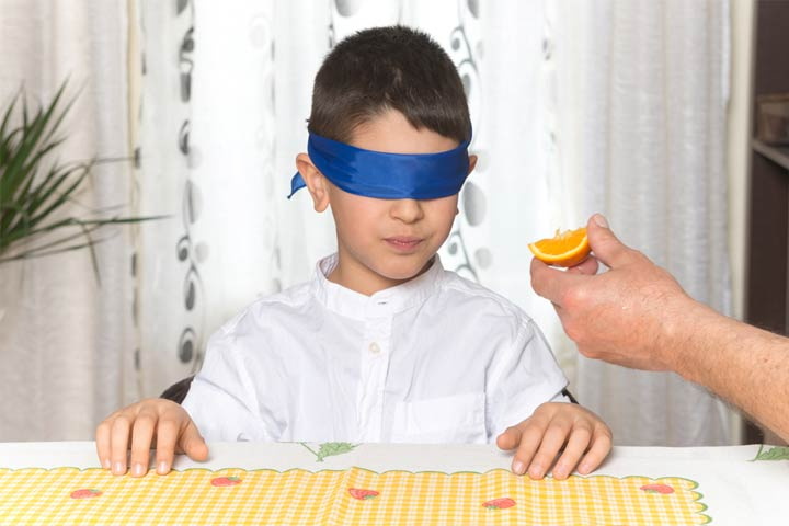 Blindfolded food tasting challenge