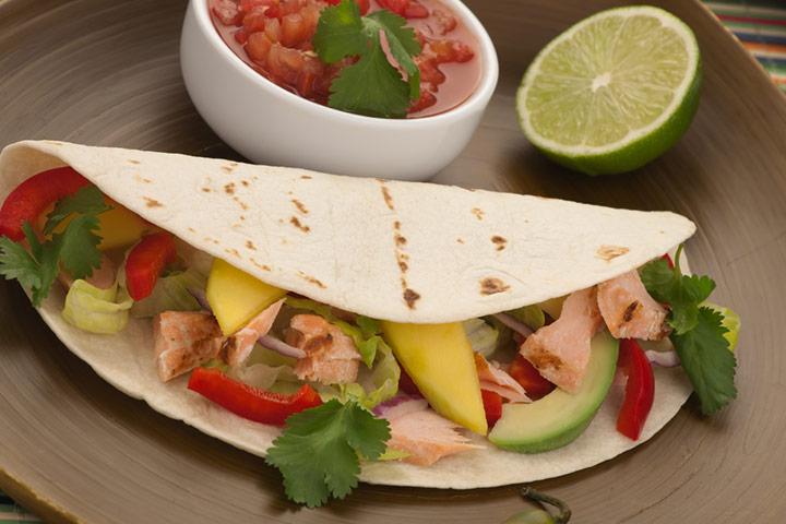 Salmon tacos with lemon dressing