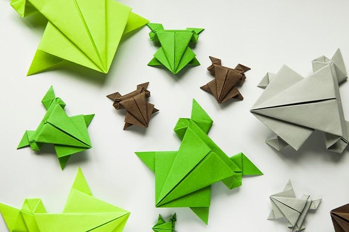 Create DIY paper frogs