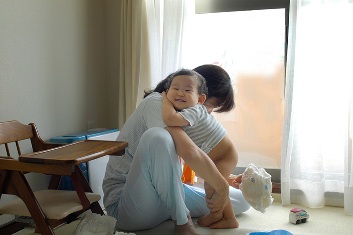 Discomfort in dirty diapers