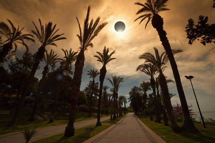 Solar eclipse during pregnancy - is it bad