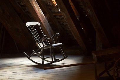 भूत की कहानी : भूतिया कुर्सी | Bhootiya Kursi Story In Hindi