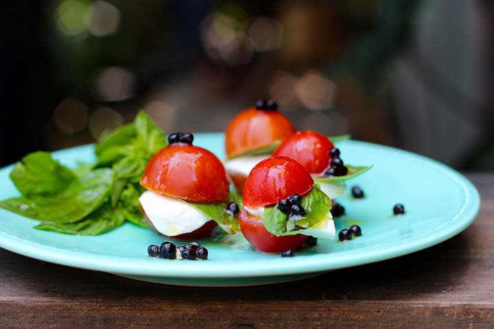 Cherry tomato and mozzarella basil bites