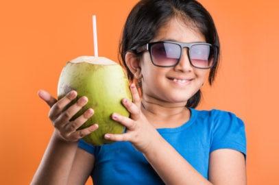 बच्चों के लिए नारियल पानी: फायदे व नुकसान | Coconut Water Benefits For Kids In Hindi