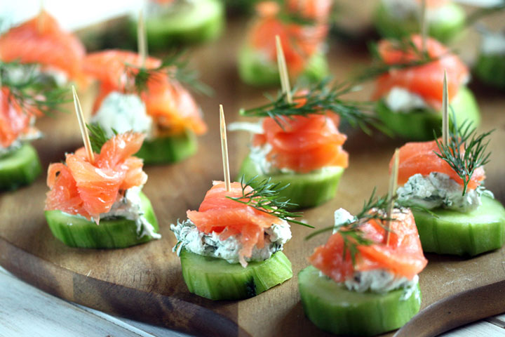 Cucumbers with cream cheese and smoked salmon