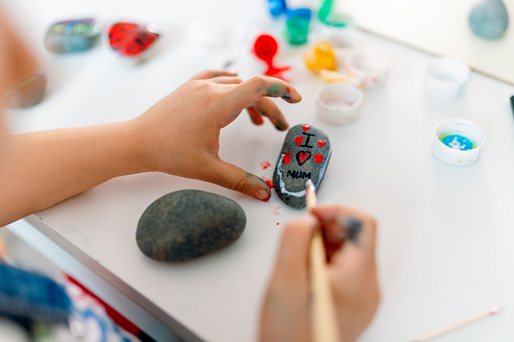 Make kindness paperweights