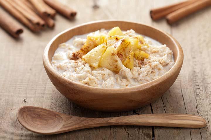 Oatmeal and apple porridge (6 months+)