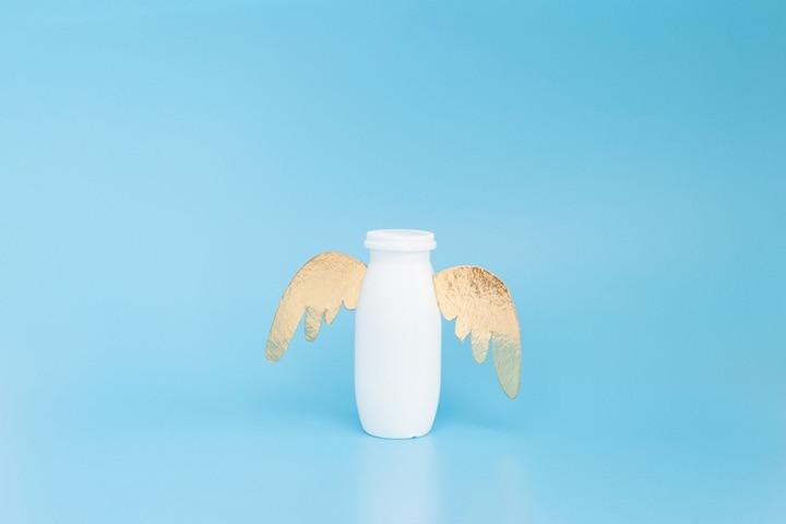 Yogurt container bird feeder
