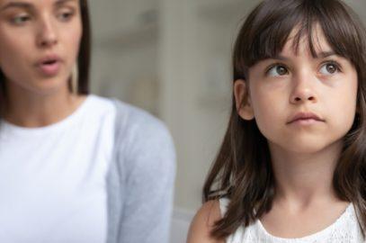 बच्चों में व्यवहार संबंधी 10  समस्याएं व उनसे निपटने के टिप्स | Behavioral Problems In Kids In Hindi