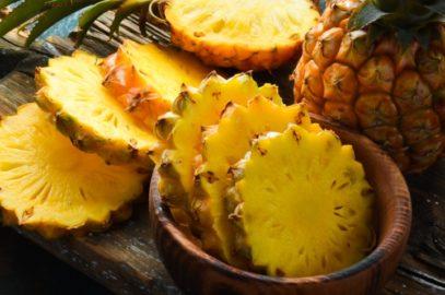 बच्चों के लिए अनानास: पोषण, फायदे, नुकसान व रेसिपी | Pineapple For Babies In Hindi