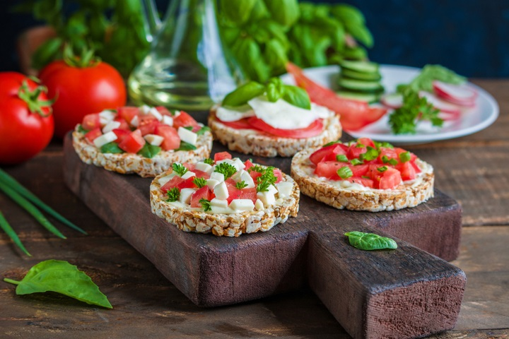 open-sandwiches-rice-cakes-diced-tomatoes-1498747130