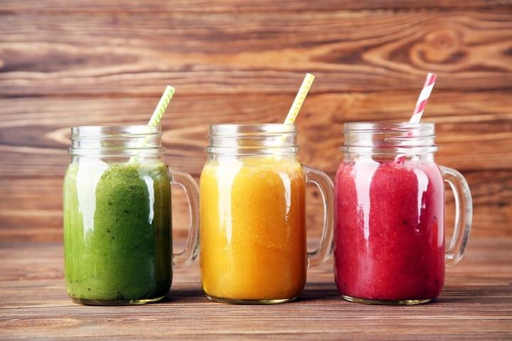 healthy-fruit-vegetable-smoothies-glass-jars-1901166799