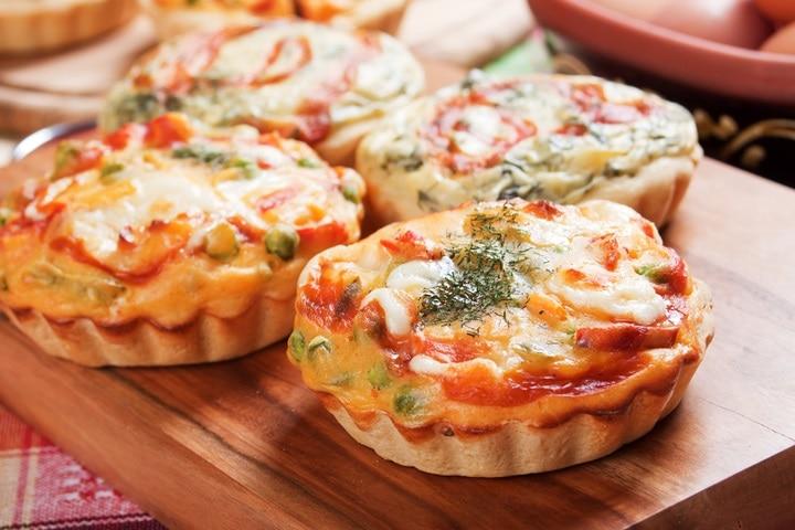 mini-quiche-lorraine-pie-vegetables-cream-207698509