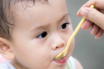 6 महीने के बच्चे को कब और क्या खिलाएं? | 6 Month Baby Food Recipes And Chart In Hindi