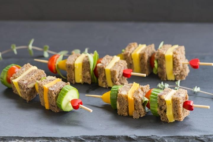 mini-vegetables-cheese-sandwiches-skewer-492924214