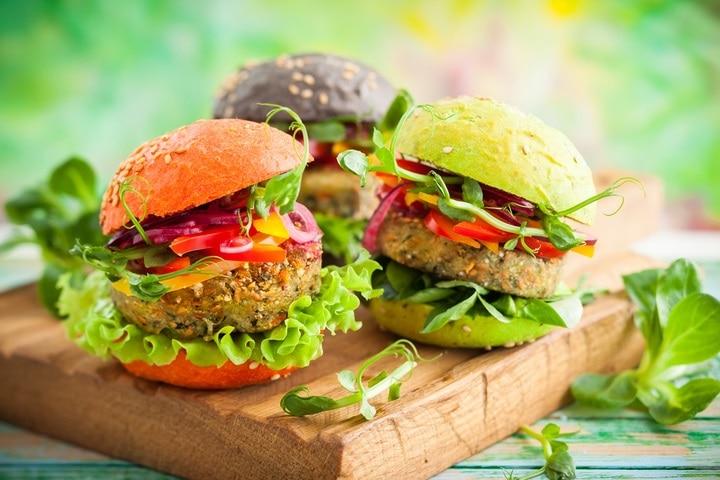 red-greenblack-mini-burgers-quinoa-vegetables-525074116