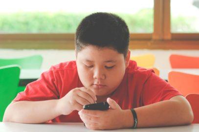 बच्चों में मोटापा : कारण, जोखिम व बचाव | Childhood Obesity In Hindi