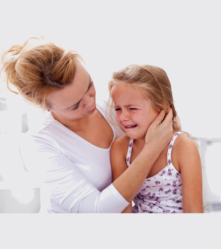 Hmother-comforting-her-crying-little-girl-89364730