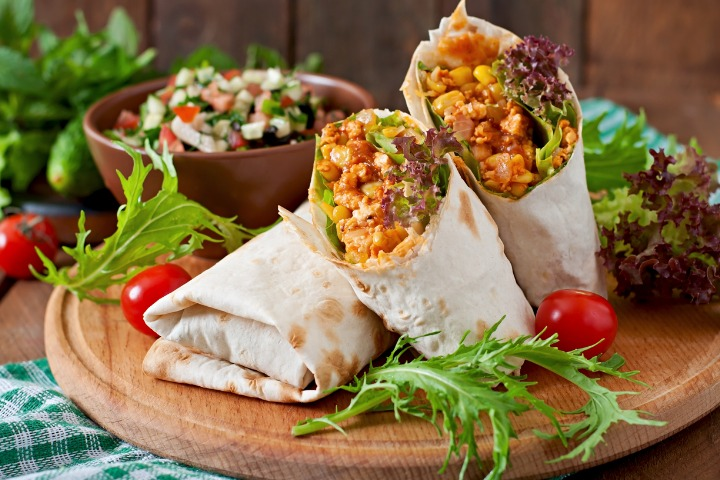 burritos-wraps-with-minced-beef-and-vegetables-picture-id478450810?s