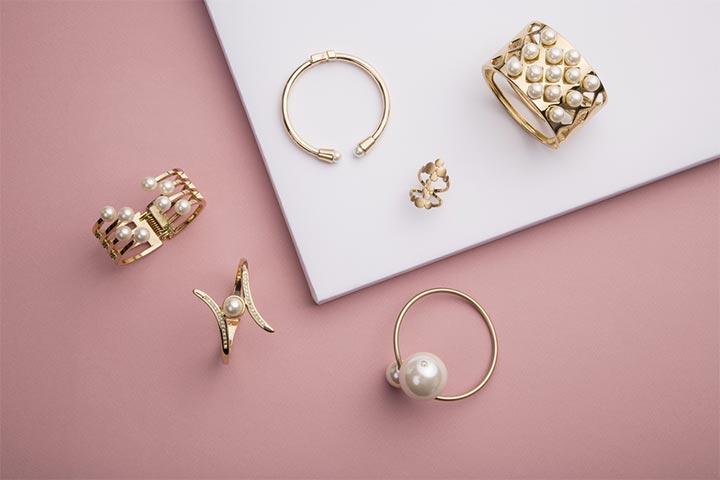 trendy jewelery